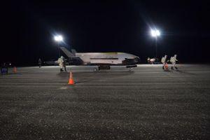 Tàu con thoi mini X-37B của Mỹ phóng các vệ tinh bí mật vào vũ trụ