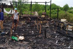 Mẹ bồng con 3 tháng tuổi cùng 6 đứa trẻ chạy ra khỏi căn nhà cháy