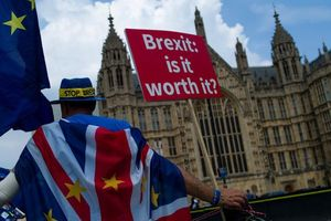 Anh chia rẽ vì đề xuất bầu cử sớm trong khi chờ EU gia hạn Brexit