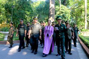 Đoàn đại biểu Bộ Tư lệnh Lục quân, Quân đội Hoàng gia Campuchia thăm Khu Di tích Chủ tịch Hồ Chí Minh