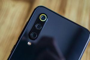 Xiaomi Mi 9 SE giảm giá 'sập sàn'