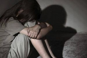 Tạm giữ hai gã thanh niên giao cấu với trẻ 14 tuổi ở Quảng Bình