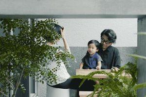 Nhà phố 47m² trong ngõ nhỏ tạo ấn tượng nhờ sự kết nối với ánh sáng bên ngoài của vợ chồng KTS người Nhật