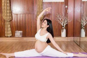 Diệp Lâm Anh đăng ảnh tập yoga ở tháng cuối của thai kỳ