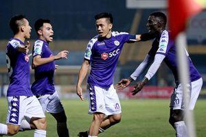 Hà Nội FC ăn mừng hoành tráng, fan nhận quà quý