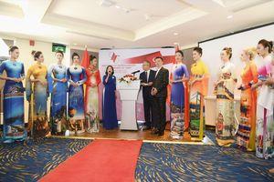 Bộ sưu tập áo dài Việt được Đại sứ Thổ Nhĩ Kỳ khen ngợi