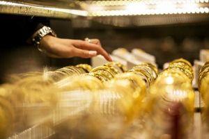 Giá vàng SJC tiếp tục giảm theo đà thế giới