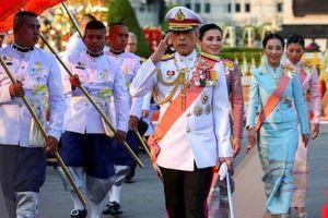 Vua Thái Lan tiếp tục sa thải 4 cận thần