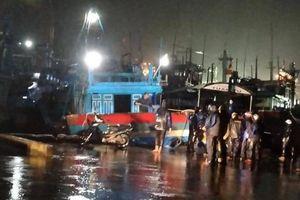 Ứng trực cứu nạn 4 tàu vận tải với 48 người bị mắc cạn vùng biển Quy Nhơn