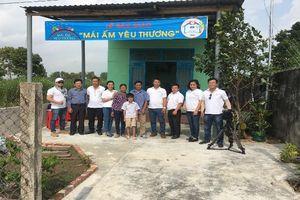 Nhiệt điện Vĩnh Tân trao tặng nhà cho gia đình cựu chiến binh hỏa tuyến