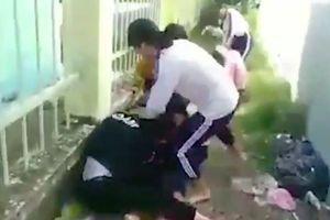 Hai nữ sinh đánh tới tấp 4 bạn học cùng trường