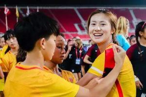 Dùng son và đến muộn, cựu đội trưởng U19 Trung Quốc bị cấm thi đấu