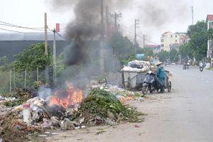 Ngang nhiên đốt rác giữa lòng đường