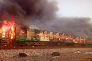 Pakistan: Nấu ăn trên tàu gây cháy khiến ít nhất 62 người chết