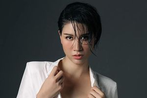 Nhức mắt hình ảnh Trang Trần mặc phản cảm khi livestream