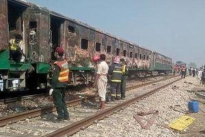 Cháy tàu hỏa ở Pakistan, 62 người tử vong