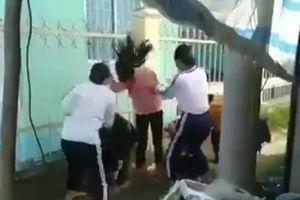 Hai nữ sinh lớp 8 đánh dã man bốn học sinh lớp 6