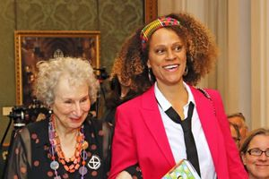 2 tác giả chia đôi tiền thưởng 50 nghìn Bảng giải Man Booker