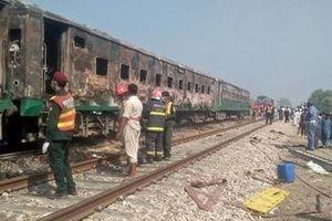 Nhảy ra khỏi đoàn tàu đang cháy, ít nhất 64 người thiệt mạng