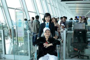 Sân bay Nội Bài giúp người già thực hiện ước mơ đi máy bay