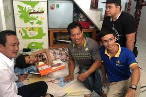 Lực sĩ khuyết tật Lê Văn Công bán đấu giá huy chương World Cup làm việc nghĩa