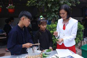 Vợ chồng cắm bản và ước mơ gieo con chữ cho học trò nghèo