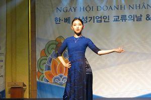 NTK Đỗ Trịnh Hoài Nam: Tôi sẽ là tỷ phú nếu tình yêu áo dài được quy đổi thành tiền!