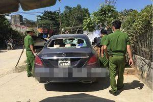 Đã tìm được chủ nhân chiếc xe Mercedes có dính máu bị đập vỡ kính, bỏ lại ven đường ở Yên Bái