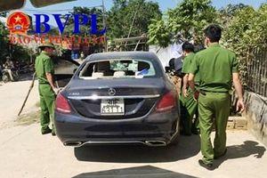 Thông tin bất ngờ về chiếc xe Mercedes bị đập vỡ kính bỏ lại ven đường
