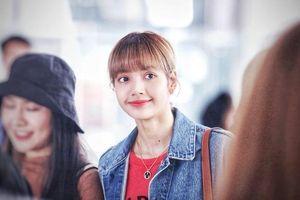 Khoảnh khắc khiến fan 'tan chảy': Lisa (BlackPink) ôm ghì bố mẹ tại sân bay không rời
