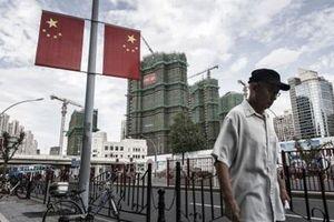 Kinh tế Trung Quốc sắp suy thoái kéo dài, ông Trump 'vô can'