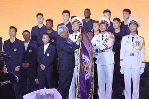 Hà Nội FC đón nhận huân chương lao động hạng Ba