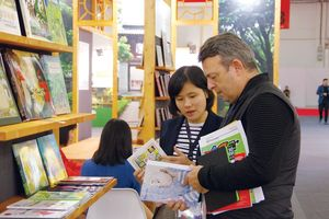 Sách Việt - Tìm cơ hội xuất ngoại