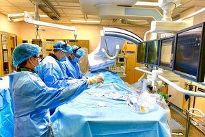 Bệnh hẹp van động mạch chủ diễn tiến âm thầm, biến chứng nguy hiểm