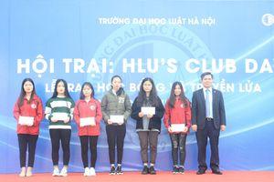 Trao gần 200 triệu học bổng cho sinh viên Trường ĐH Luật Hà Nội