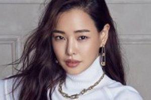 Nhan sắc rực rỡ của 'Hoa hậu đẹp nhất Hàn Quốc' Honey Lee ở tuổi U40
