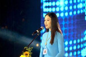 Hoa hậu Trần Tiểu Vy đọc thư gửi thanh niên TP.HCM