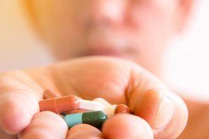 Chàng trai co giật vì dùng 3 hộp thuốc giảm đau mỗi ngày