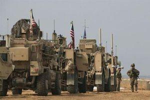 Đoàn xe quân sự Mỹ rút khỏi Syria bất ngờ bị tấn công