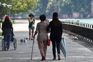 Singapore: 'Thế hệ sandwich' trước áp lực từ già hóa dân số
