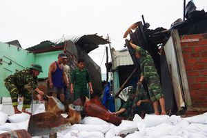 BĐBP giúp dân vùng tâm bão khắc phục hậu quả, ổn định đời sống