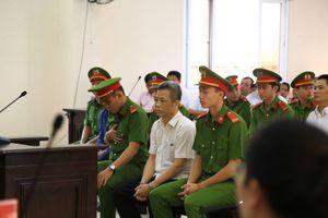 Vì sao hoãn phiên tòa xử cựu bí thư thị xã Bến Cát vì sai phạm trong đất đai?