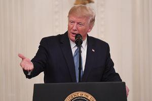 Mỹ: Tổng thống Trump kêu gọi công khai danh tính người tố giác ông