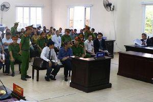 Xét xử cựu Bí thư Bến Cát Nguyễn Hồng Khanh và đồng phạm: Bị cáo yêu cầu triệu tập đơn vị thẩm định giá