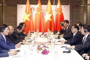Thủ tướng Nguyễn Xuân Phúc gặp Thủ tướng Trung Quốc, đề cập vấn đề Biển Đông