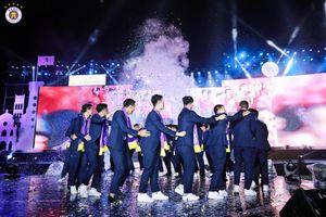 Mải tiệc tùng, cầu thủ Hà Nội FC khiến HLV Park Hang Seo phiền lòng