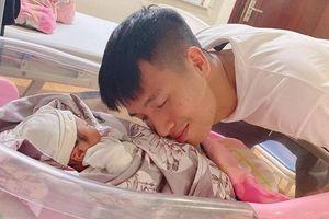 Hot kid thế hệ mới gọi tên con gái của Bùi Tiến Dũng, Quế Ngọc Hải
