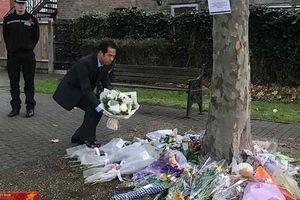 Thứ trưởng Ngoại giao viếng, ký sổ tang vụ 39 người tử vong tại Anh