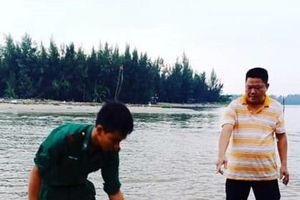 Cá heo trôi vào bờ biển Cửa Đại