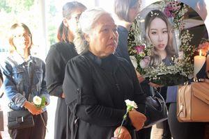 Khóc nghẹn cảnh 'người đầu bạc tiễn kẻ đầu xanh' ở đám tang con gái Đỗ Đức Thành